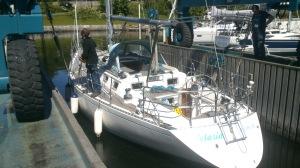 Båten må på land for klargjøring. 2015