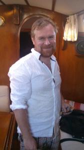 Vår venn Grunde ombord i båten.